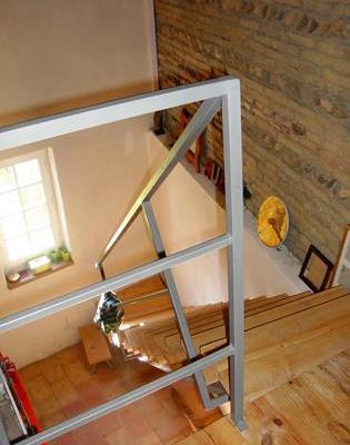 Escalier  métal et planche de pin brutes