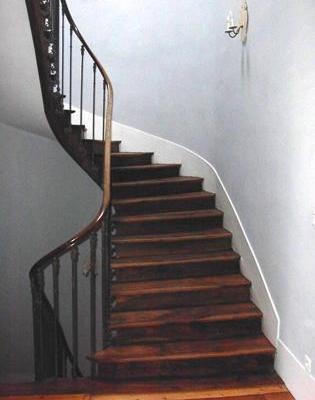 Escalier bois d'origine rénové