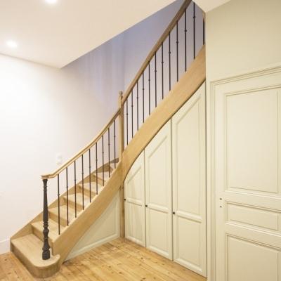 Escalier sur mesure et ses rangements