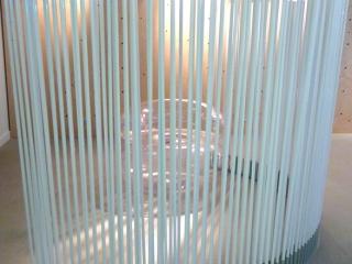Détail Design paravent tubes laqués