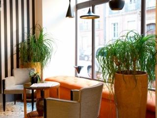 Design banquette velours orangé