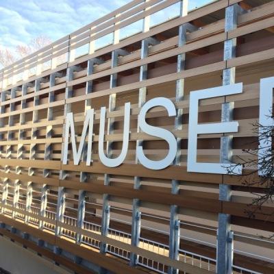 Détail du bardage du musée