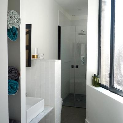Salle de bain gain de place  - style métro