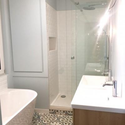 Cabine de douche et sa niche carrelée
